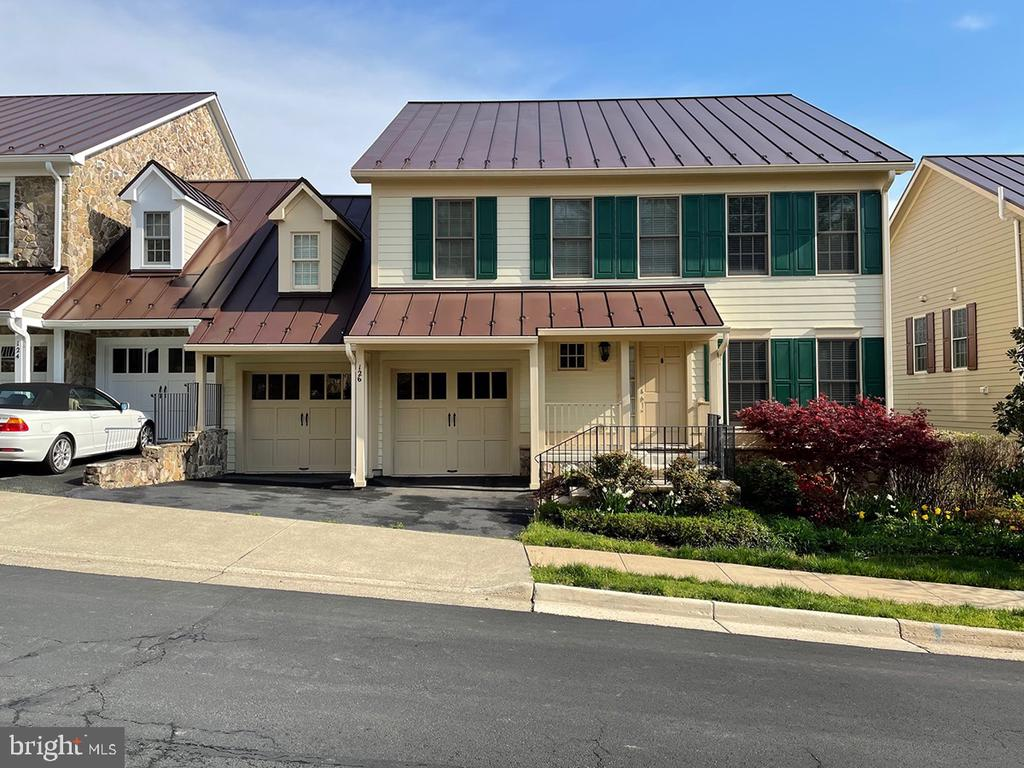 Steeplechase Run end unit townhouse - 126 N JAY ST, MIDDLEBURG