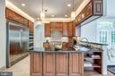 Full size refrigerator and freezer - 20894 LAUREL LEAF CT, ASHBURN