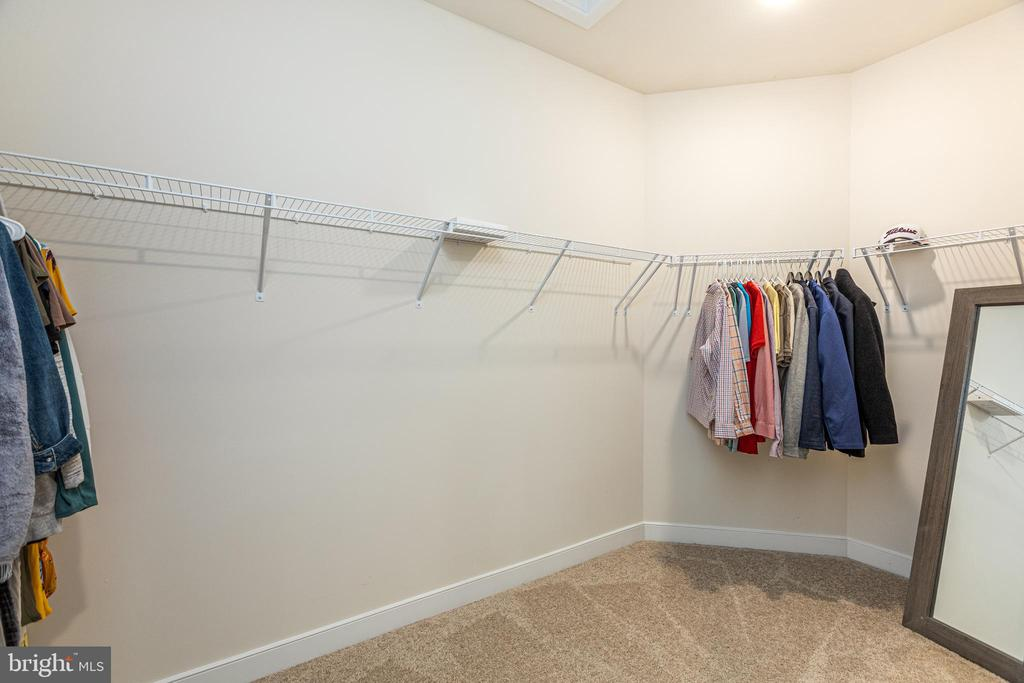 Large divided master closet - 42280 IMPERVIOUS TER, BRAMBLETON