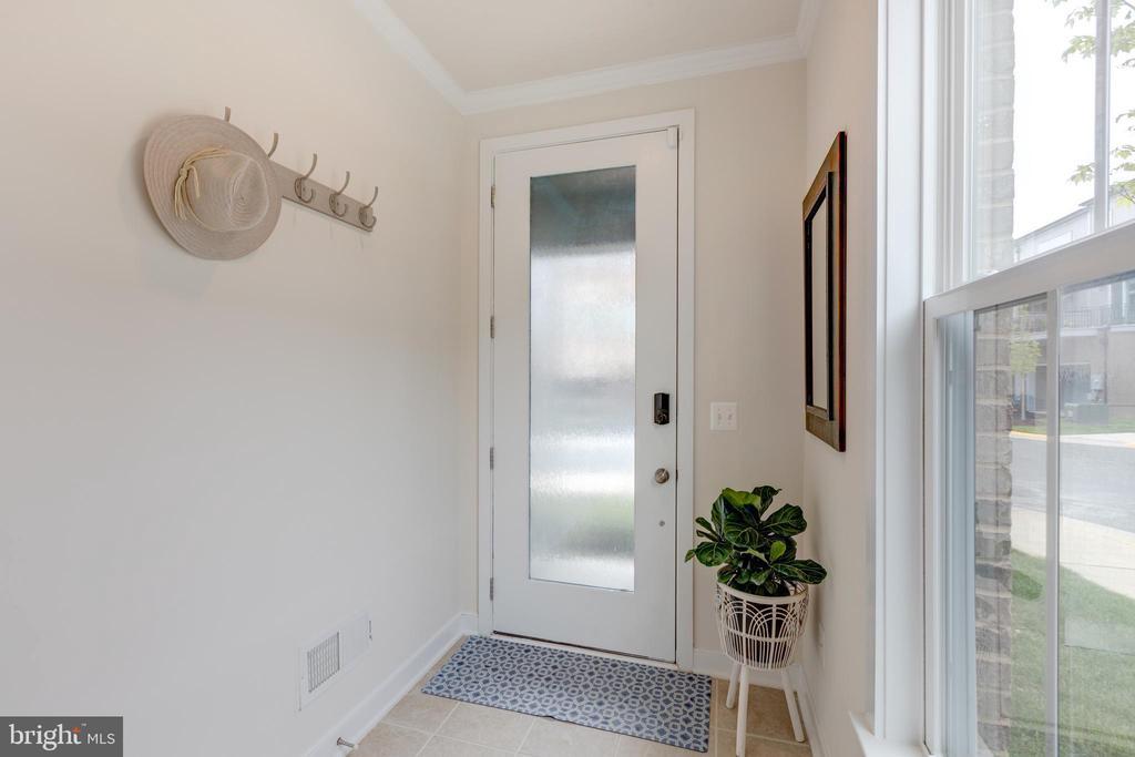 Foyer - 42280 IMPERVIOUS TER, BRAMBLETON