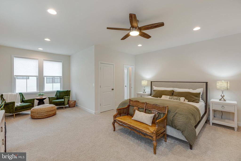 Master bedroom with sitting room - 42280 IMPERVIOUS TER, BRAMBLETON