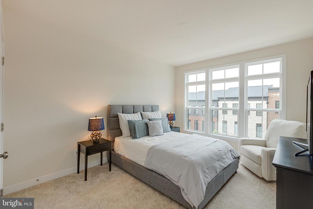 Bedroom 3 - 42280 IMPERVIOUS TER, BRAMBLETON