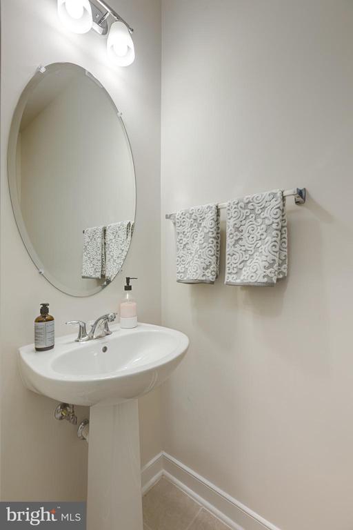 Lower level bath - 42280 IMPERVIOUS TER, BRAMBLETON