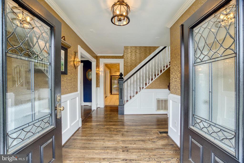 Hardwood floors throughout. - 7500 CLIFTON RD, CLIFTON