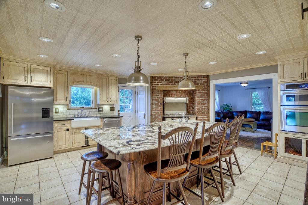Large island w/seating & sink.Double wall ovens - 7500 CLIFTON RD, CLIFTON