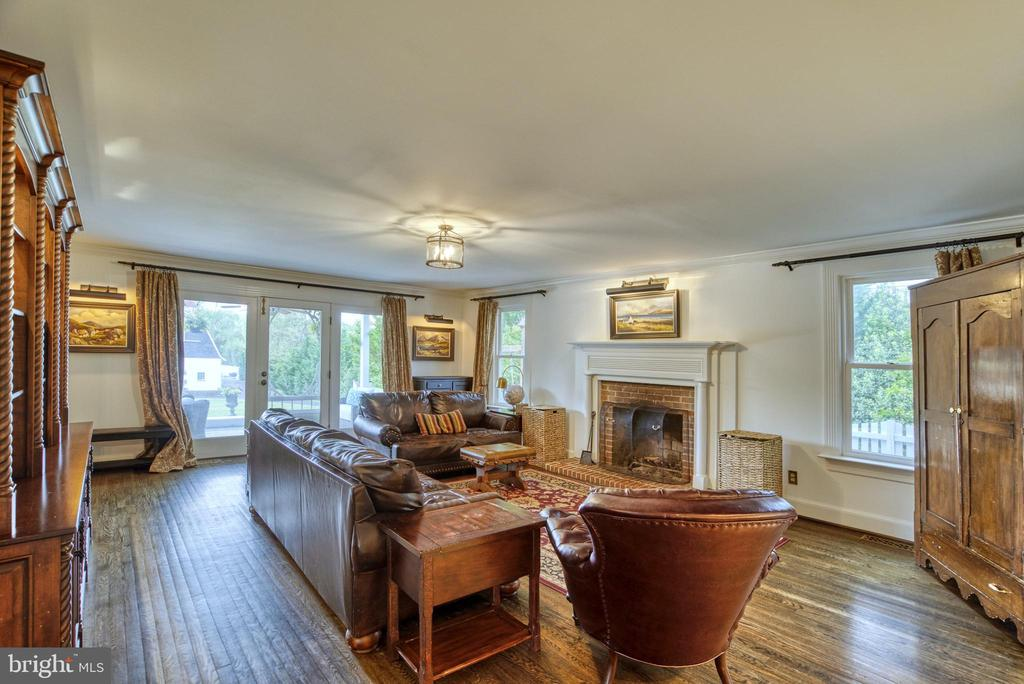 Family room with access to covered back porch - 7500 CLIFTON RD, CLIFTON