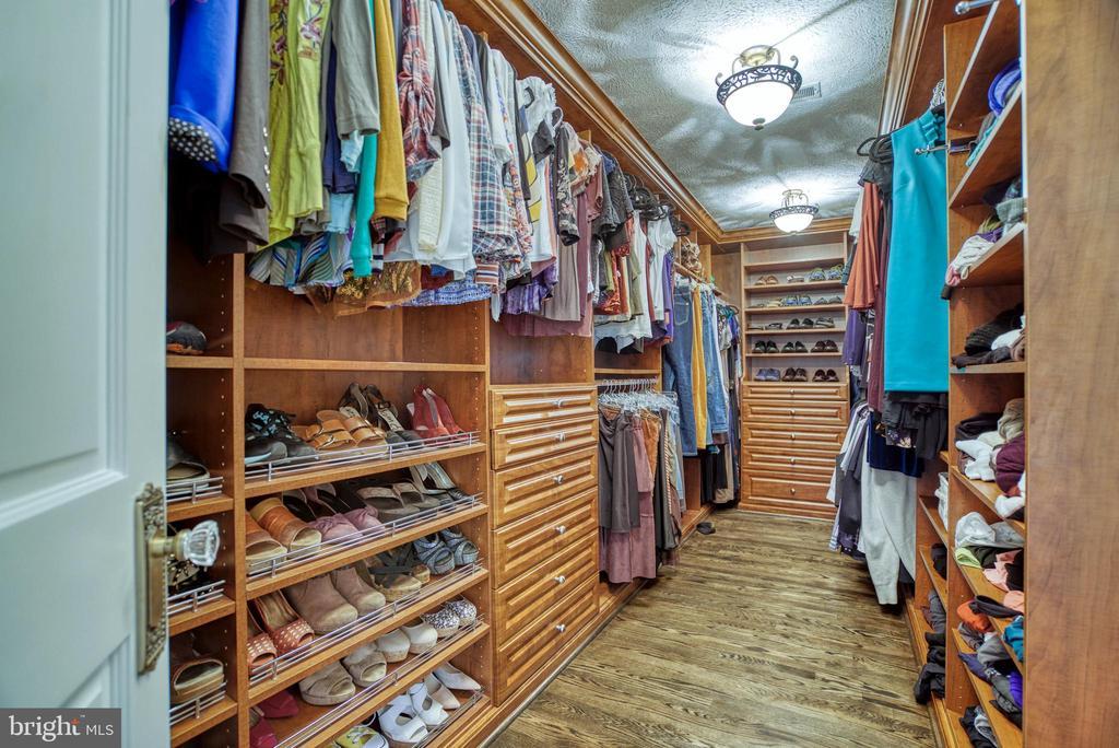 Master WIC w/built-ins. Velvet-lined drawers. - 7500 CLIFTON RD, CLIFTON