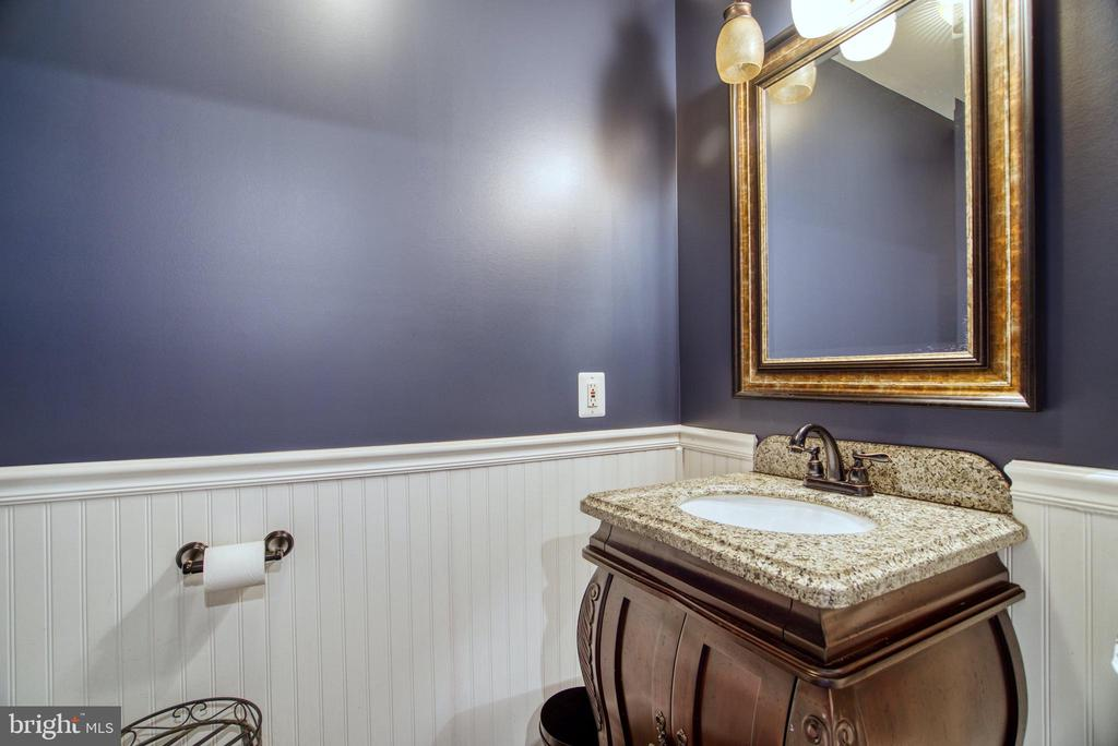Powder room for barn and Office - 7500 CLIFTON RD, CLIFTON