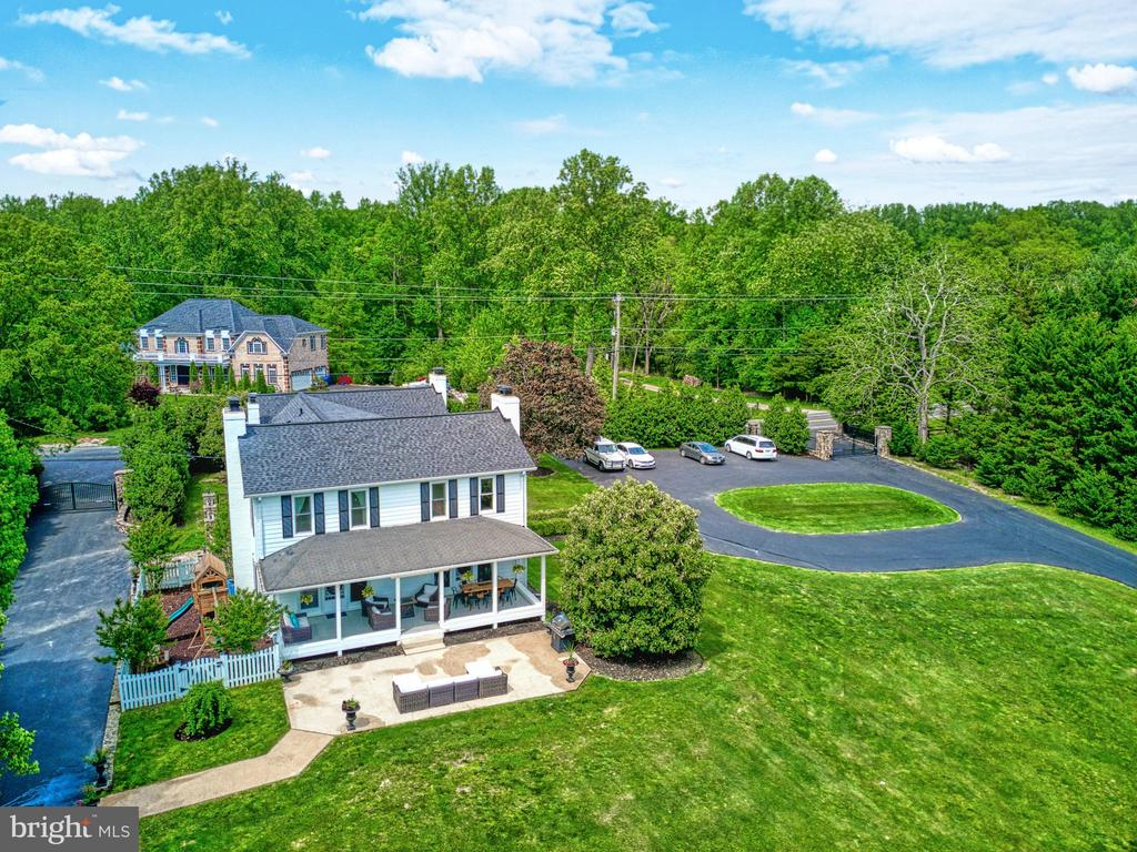 Gated Entry and Exit. Loads of outdoor space - 7500 CLIFTON RD, CLIFTON