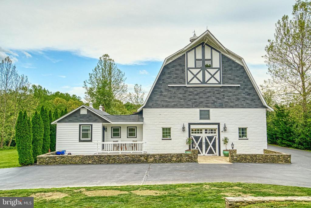 3-story converted 7700 sq.ft. dairy barn. - 7500 CLIFTON RD, CLIFTON