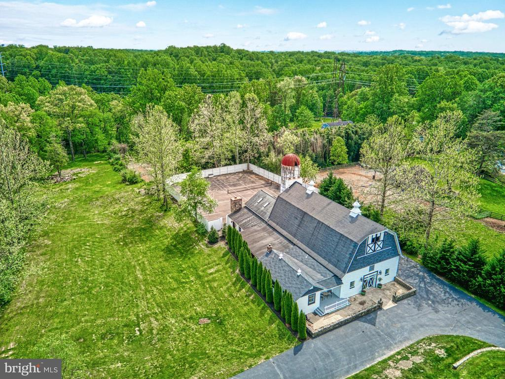 Converted barn with sports courts/parking in rear - 7500 CLIFTON RD, CLIFTON