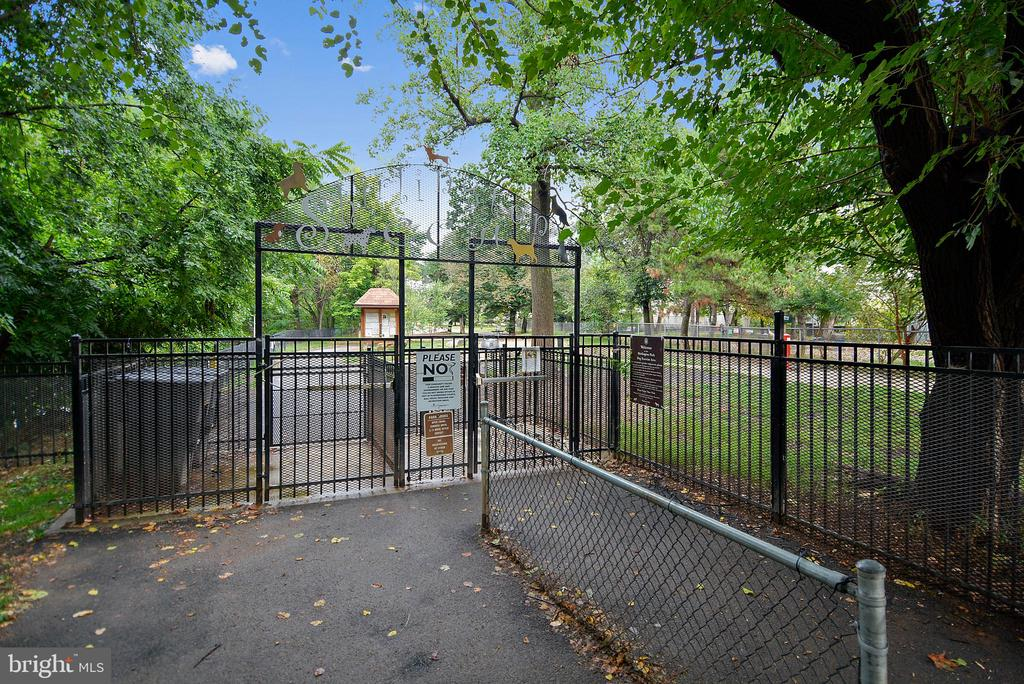 Shirlington Dog Park - 3270 S UTAH ST, ARLINGTON