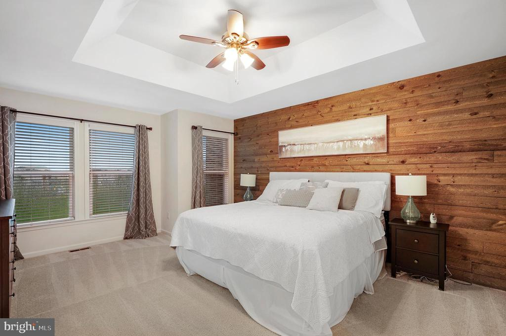 Owner's Bedroom with accent wall - 42266 KNOTTY OAK TER, BRAMBLETON