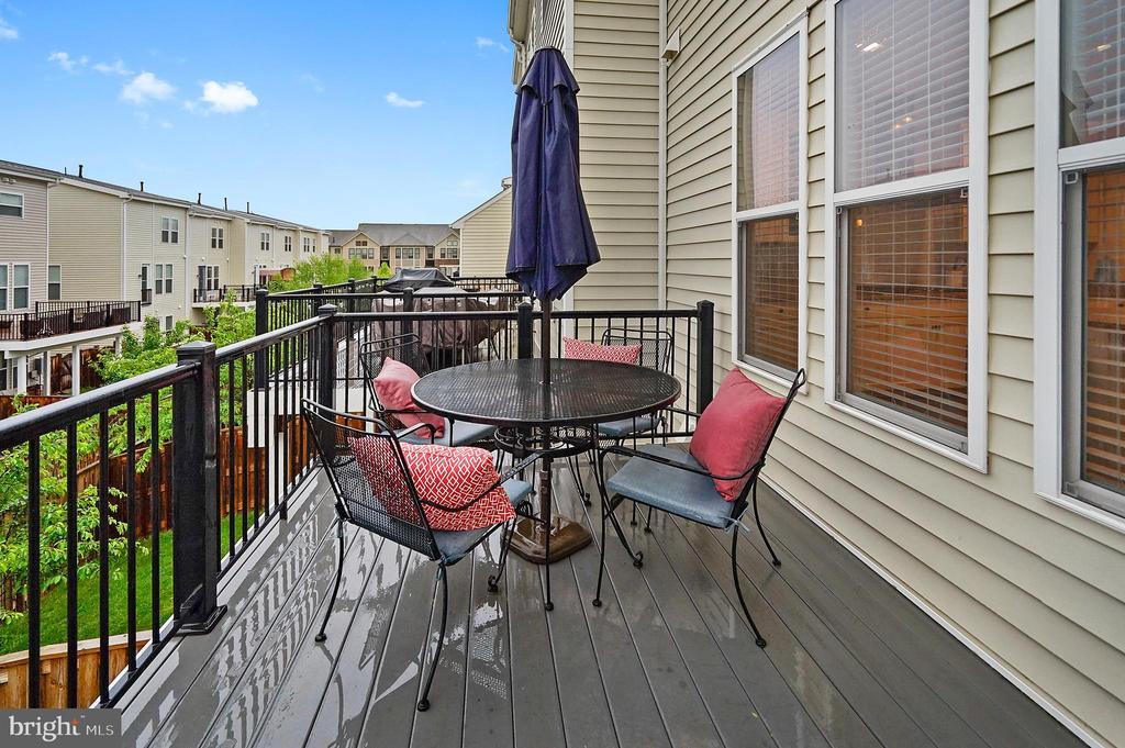 Deck to enjoy outdoor living - 42266 KNOTTY OAK TER, BRAMBLETON