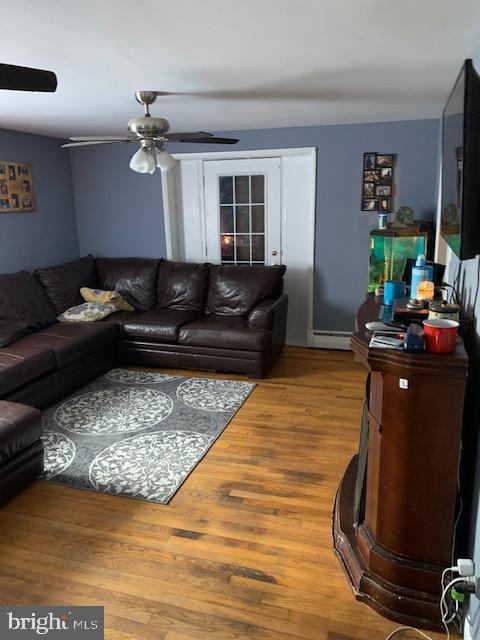 Main house Living room - 10612 SHEELEY RD, THURMONT