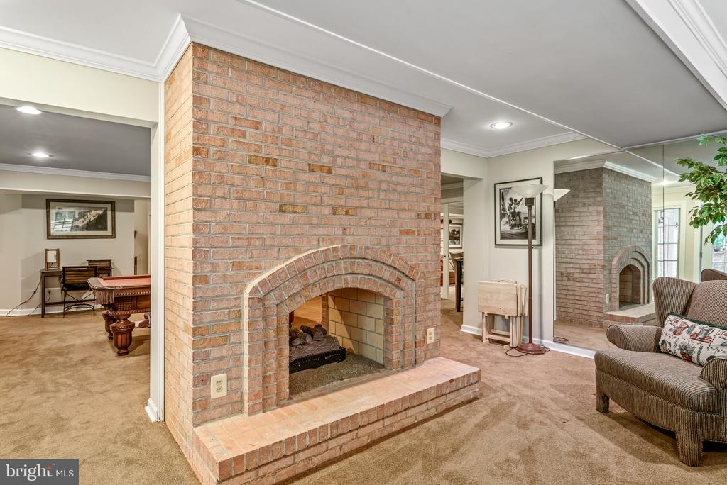Rec Room to Bump Out Connecting Fireplace - 20441 WINFIELD PL, STERLING