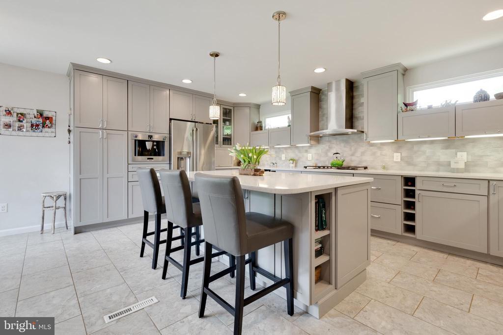 Large Kitchen Island with Cabinets under - 5068 COLERIDGE DR, FAIRFAX