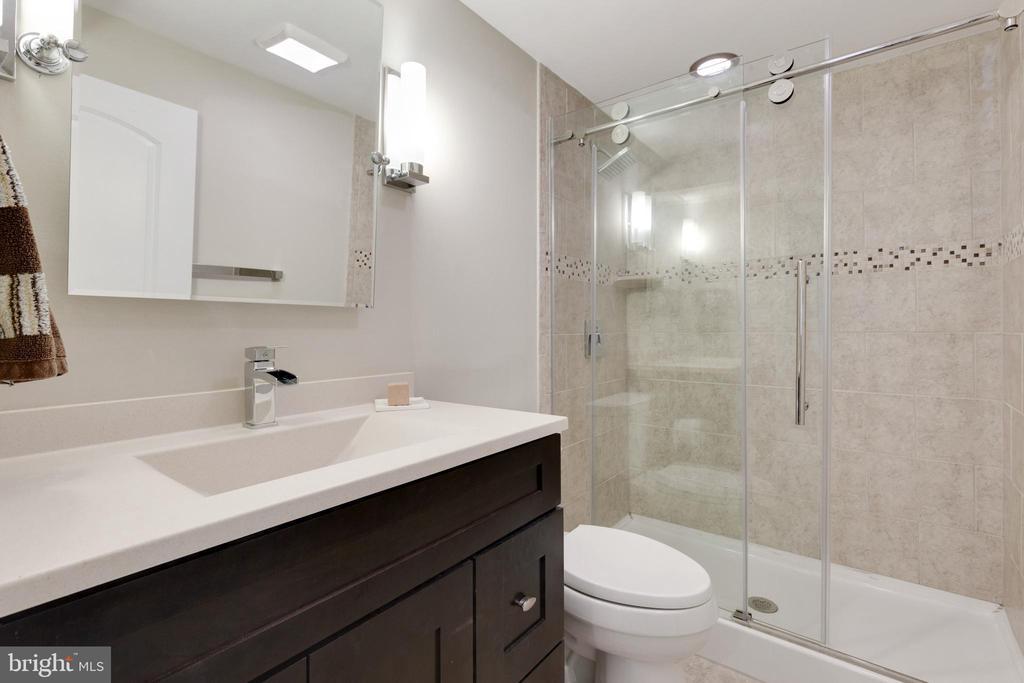 Lower Level Full Bath with Custom Tile - 5068 COLERIDGE DR, FAIRFAX