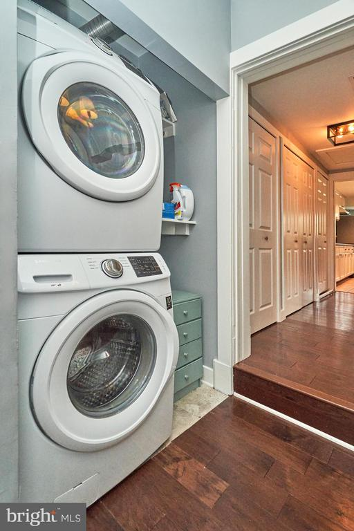 Guest apartment Samsung washer and dryer - 7500 CLIFTON RD, CLIFTON
