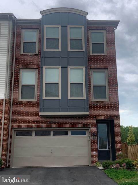 Front exterior of 42426 Dogwood Glen Square - 42426 DOGWOOD GLEN SQ, STERLING