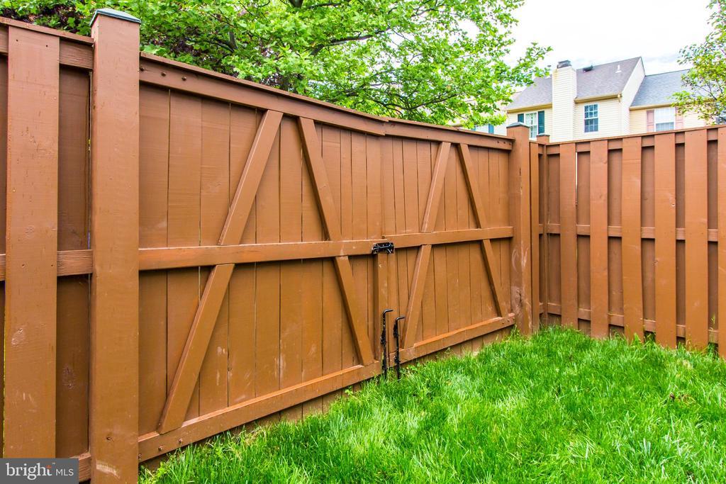 Barn Doors on Fence-Open to expand Backyard - 44043 CHOPTANK TER, ASHBURN