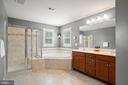 Sizable primary bath with dual sinks, water closet - 41959 ZIRCON DR, ALDIE