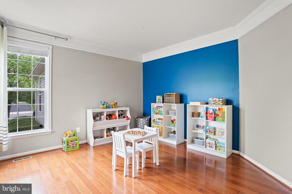 ...or playroom, as it is currently being used. - 41959 ZIRCON DR, ALDIE
