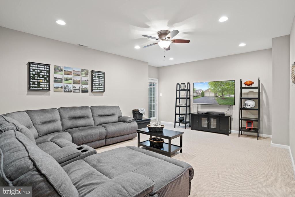 Walk-up lower level has plenty of space! - 41959 ZIRCON DR, ALDIE