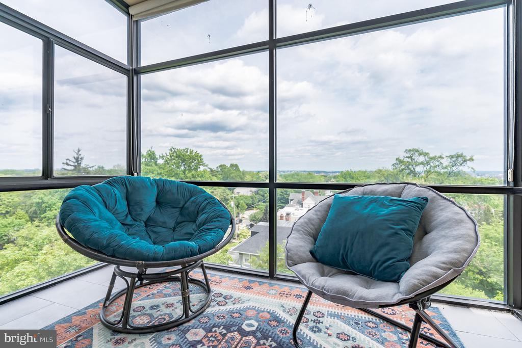 Sunroom with DC Skyline Views - 3217 WISCONSIN AVE NW #7C, WASHINGTON