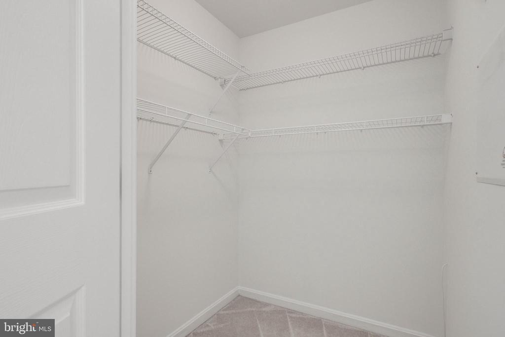Walk in closet - 2726 GALLOWS RD #201, VIENNA