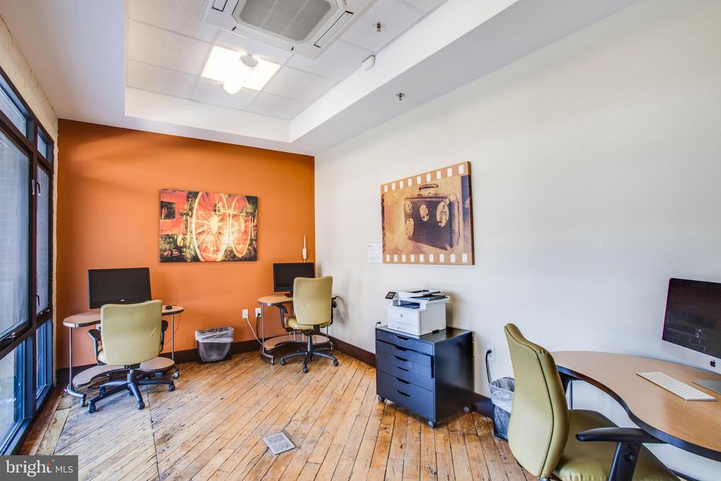 Community Office/Business Center - 701-302 COBBLESTONE BLVD #302, FREDERICKSBURG