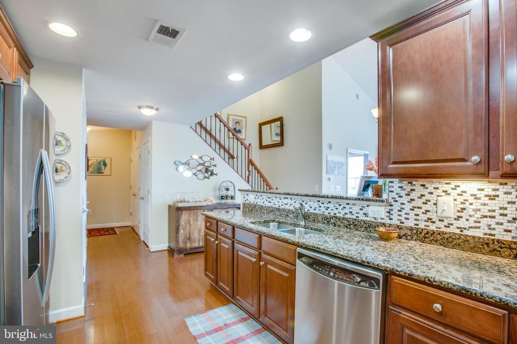Open Kitchen area - 701-302 COBBLESTONE BLVD #302, FREDERICKSBURG