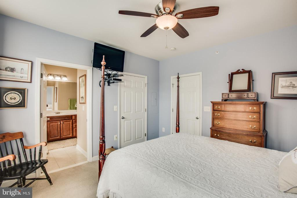 Bedroom 2 with walk in closet - 701-302 COBBLESTONE BLVD #302, FREDERICKSBURG
