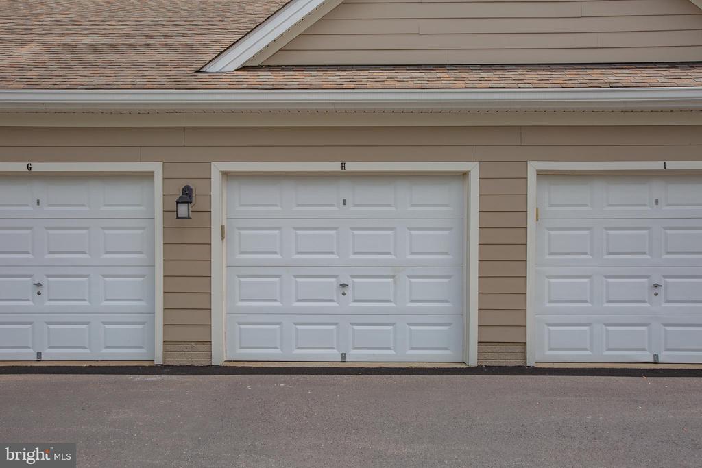 Detached garage - 701-302 COBBLESTONE BLVD #302, FREDERICKSBURG