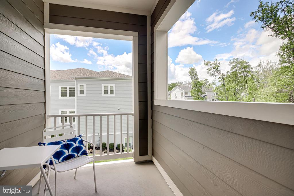 Primary Covered Balcony - 41062 LYNDALE WOODS DR, ALDIE