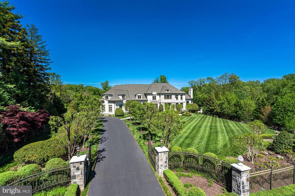 Luxury and Location Blend Perfectly - 8334 ALVORD ST, MCLEAN