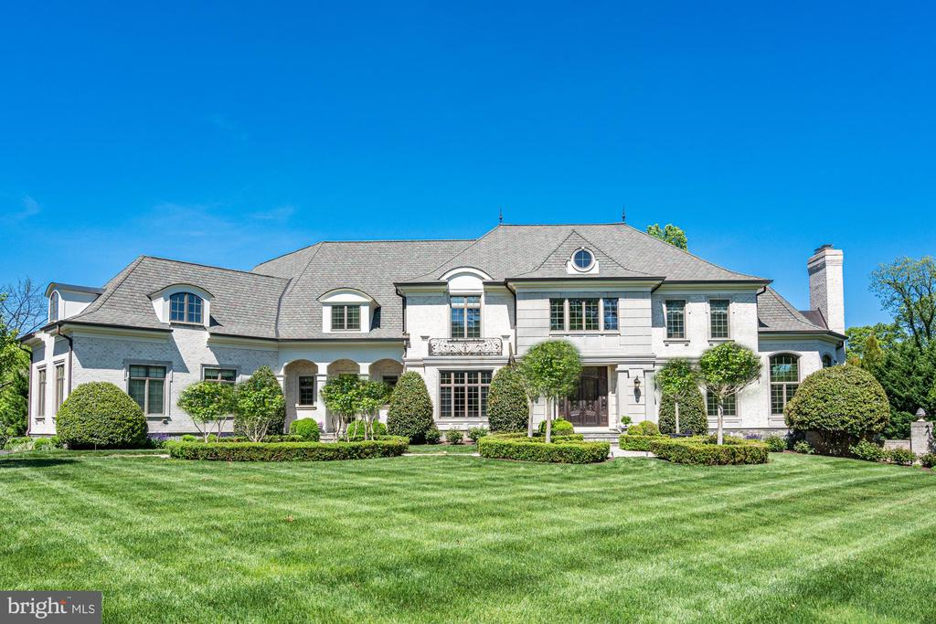Meticulously Maintained Grounds by Charles Owen - 8334 ALVORD ST, MCLEAN