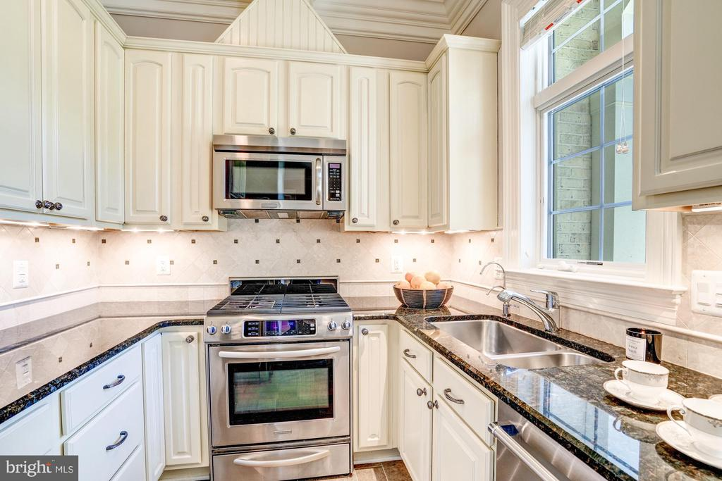 First Floor Full Catering Kitchen with Mudroom - 8334 ALVORD ST, MCLEAN