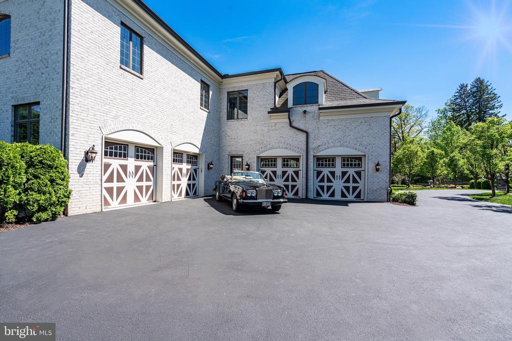 Motor Court Parking for 8 cars plus 4 Garage Bays - 8334 ALVORD ST, MCLEAN