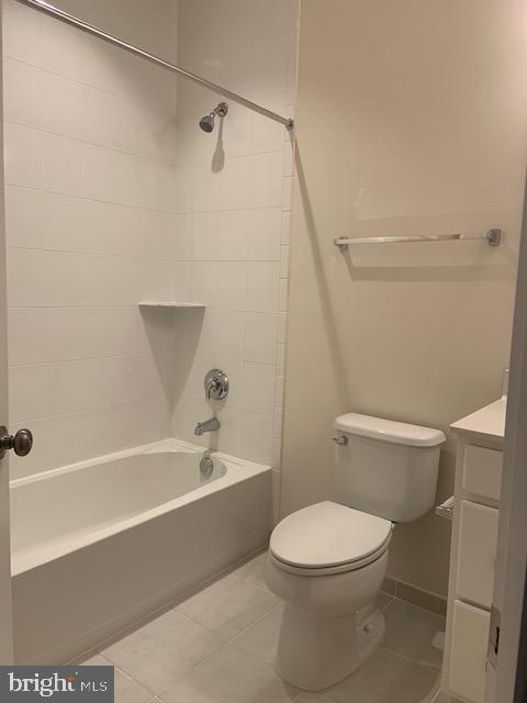 Entrance level full bath - 42426 DOGWOOD GLEN SQ, STERLING