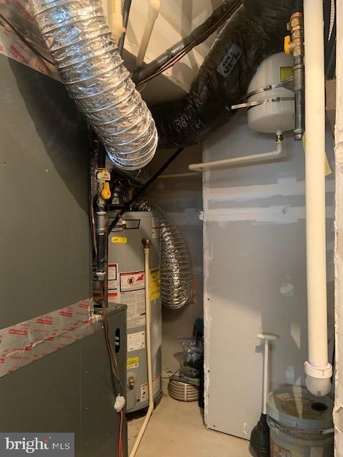 Utility room entrance within garage space - 42426 DOGWOOD GLEN SQ, STERLING