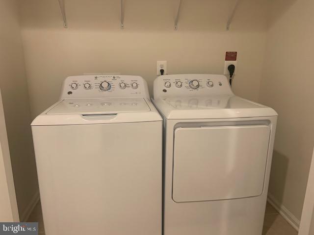 Upper level washer and dryer - 42426 DOGWOOD GLEN SQ, STERLING