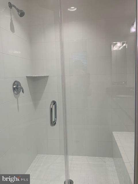 Primary bath - shower - ceramic tile - 42426 DOGWOOD GLEN SQ, STERLING