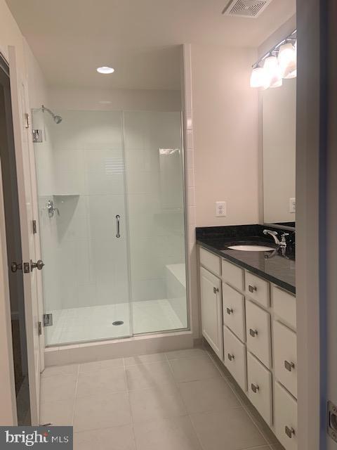 Primary bath - granite counter top - double vanity - 42426 DOGWOOD GLEN SQ, STERLING