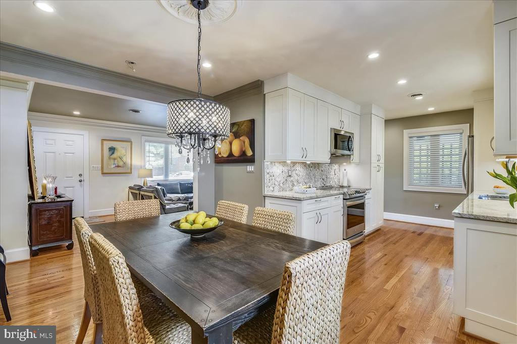 Dining room with updated lighting off of kitchen - 119 WOODBERRY RD NE, LEESBURG
