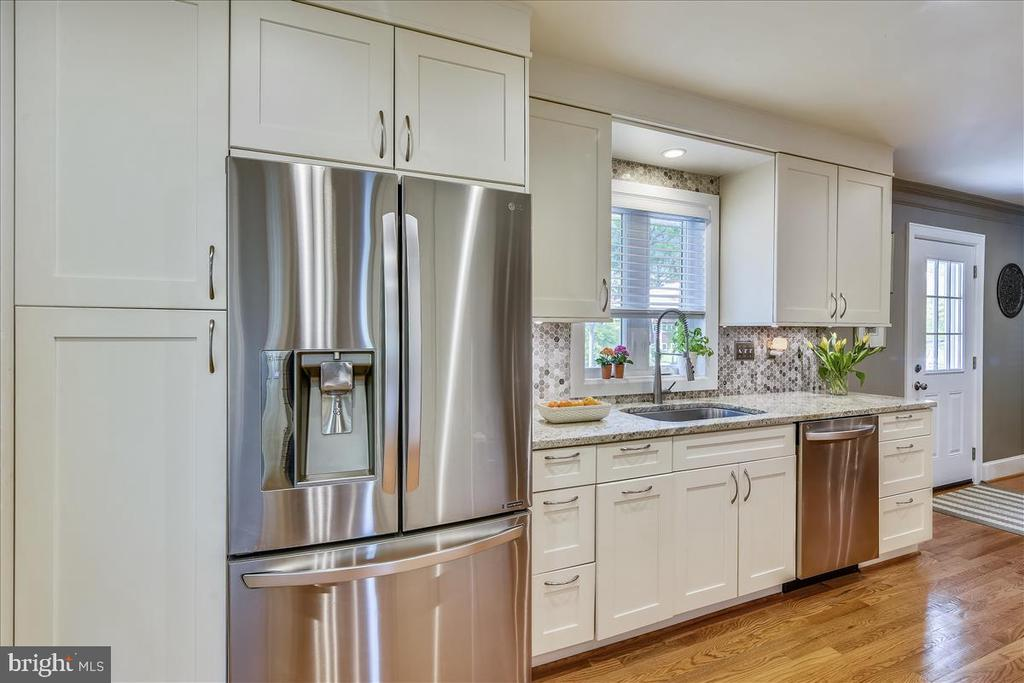Stainless appliances - 119 WOODBERRY RD NE, LEESBURG