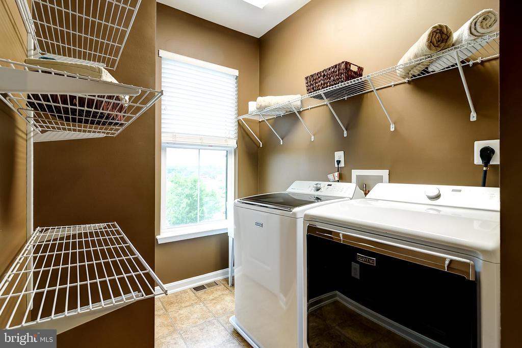 Upper level laundry - 42238 PALLADIAN BLUE TER, BRAMBLETON