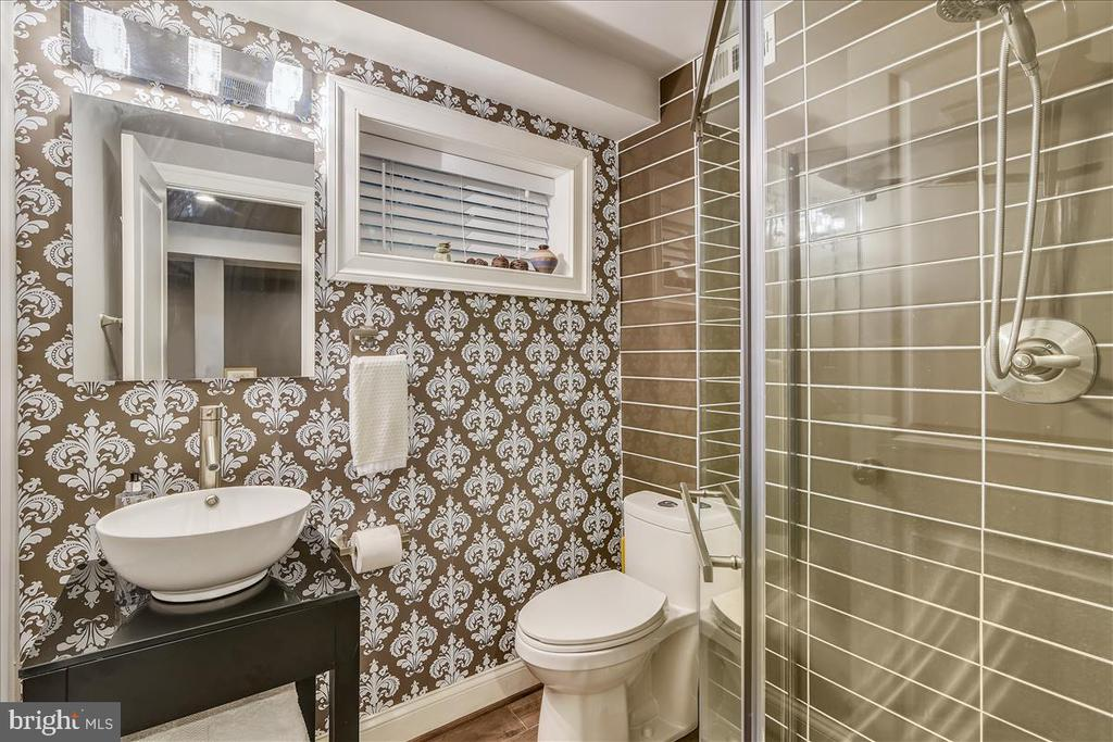 Newer lower level bathroom with shower - 119 WOODBERRY RD NE, LEESBURG