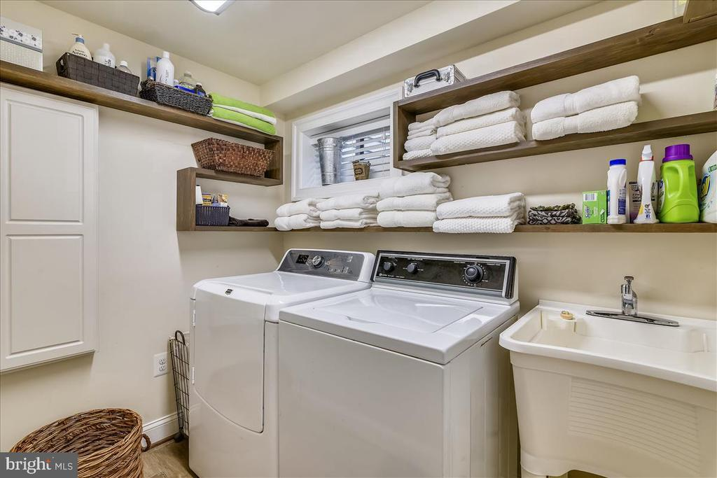 Laundry room with sink and built in ironing board - 119 WOODBERRY RD NE, LEESBURG