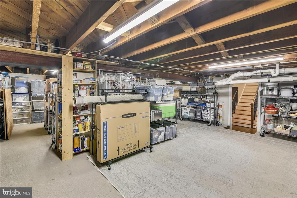 Wow! So much storage - 119 WOODBERRY RD NE, LEESBURG
